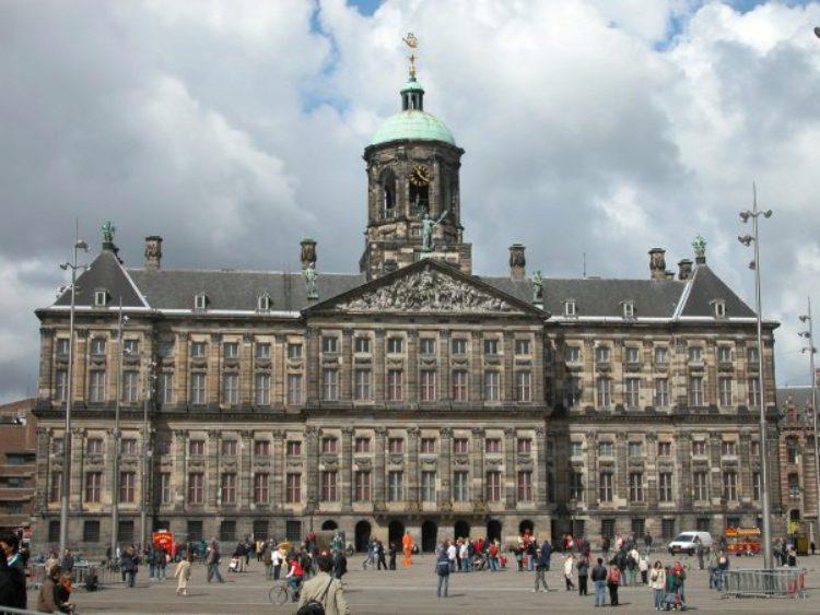 Королевский дворец на площади Дам в Амстердаме - достопримечательности Амстердама, Нидерланды
