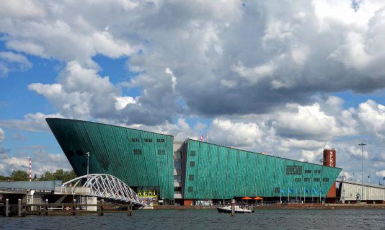 Что посмотреть в Амстердаме - Научный музей Ренцо Пиано Немо в Амстердаме