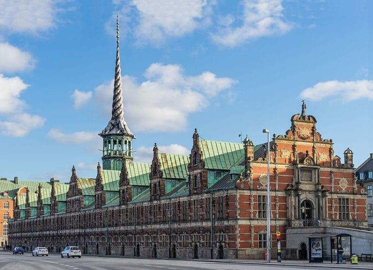 Здание биржи Бёрсен в Дании