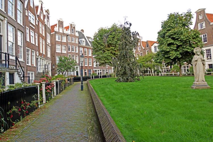 Бегинаж в Амстердаме - достопримечательности Амстердама, Нидерланды