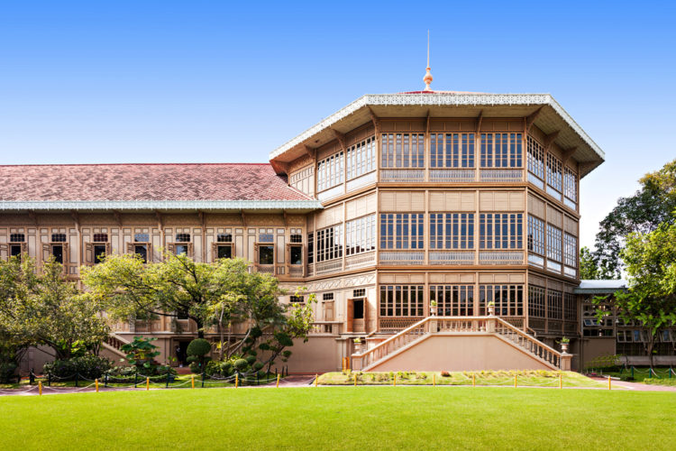 Дворец Виманмек или королевский дворец в Бангкоке 0 достопримечательности Бангкока