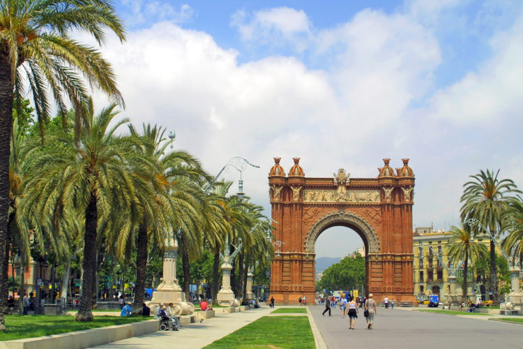 Триумфальная арка в Барселоне - достопримечательности Барселоны