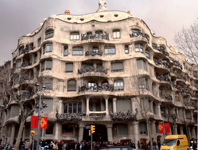 Каса-Мила в Барселоне - достопримечательности Барселоны