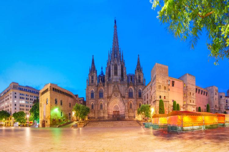 Собор Святого Креста и Святой Евлалии в Барселоне - достопримечательности Барселоны
