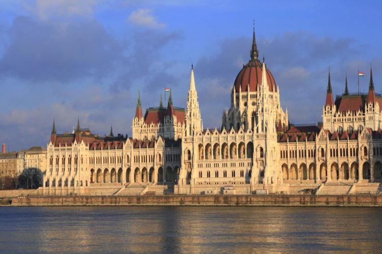 Что посмотреть в Будапеште - здание венгерского парламента в Будапеште