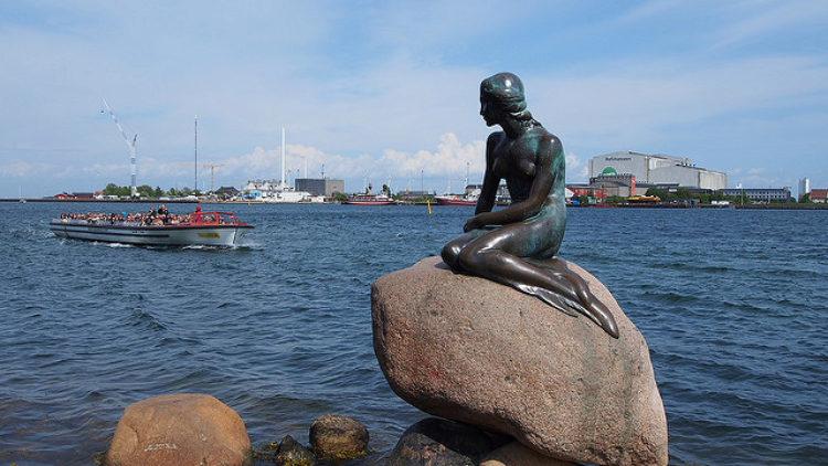 Статуя «Маленькая русалка» в Копенгагине - достопримечательности Копенгагена, Дания