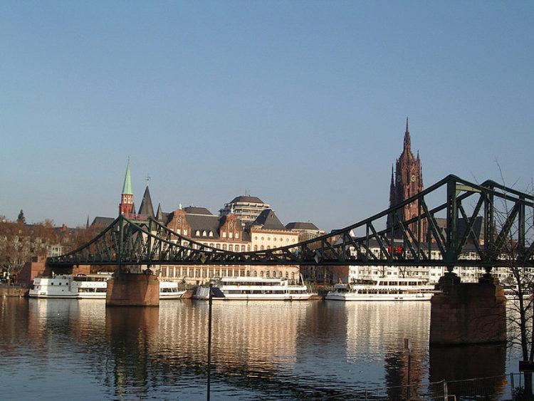 Железный мост (Eiserner Steg) во Франкфурте-на-Майне - достопримечательности Франкфурта, Германия