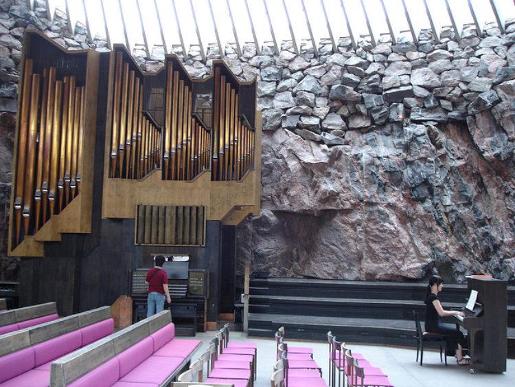 ЦерковьТемппелиаукио или «Рок-церковь» - достопримечательности Хельсинки, Финляндия