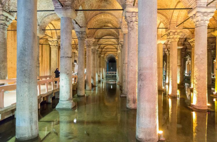 Подземная Цистерна Базилика в Стамбуле - достопримечательности Стамбула, Турция