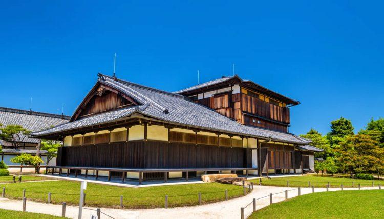 Дворец Хонмару в замке Нидзё - достопримечательности Киото, Япония