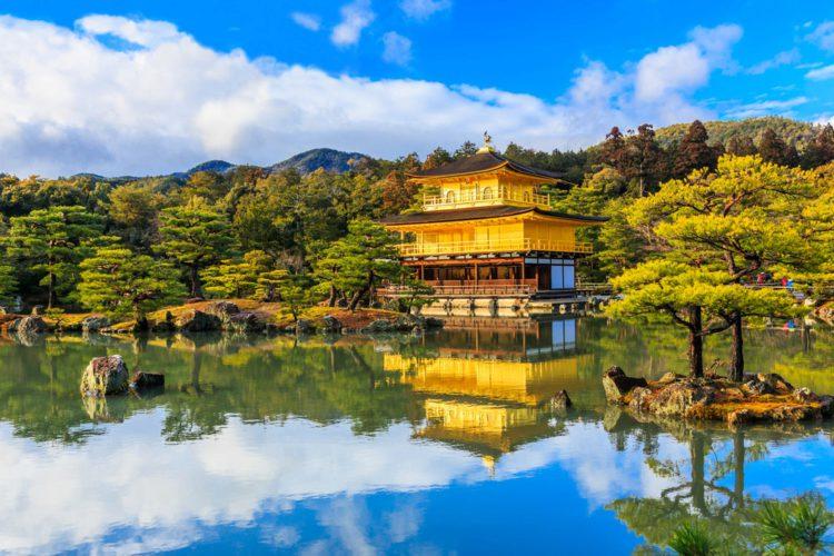 Золотой павильон Кинкаку-дзи - достопримечательности Киото, Япония