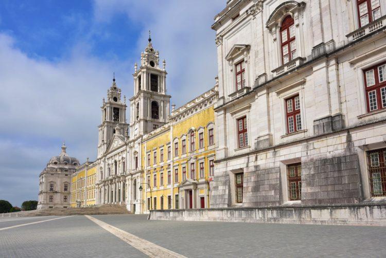 Национальный дворец Мафра (Palacio Nacional de Mafra) - достопримечательности Лиссабона, Португалия
