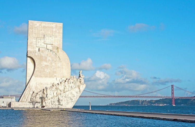 Памятник первооткрывателям - достопримечательности Лиссабона, Португалия
