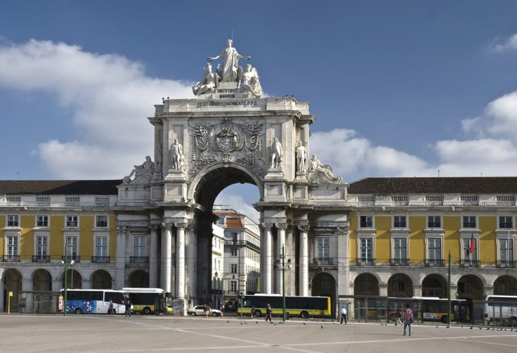 Триумфальная Арка на руа Аугушта - достопримечательности Лиссабона, Португалия