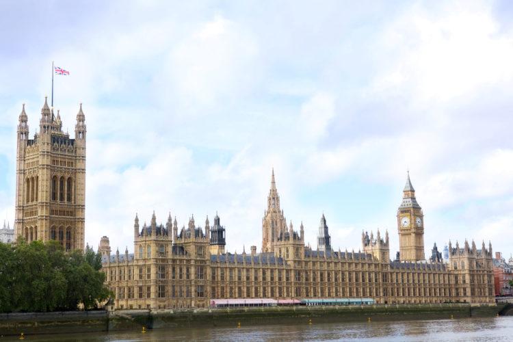 Вестминстерский дворец - здание Парламента в Лондоне - достопримечательности Лондона, Англия, Великобритания