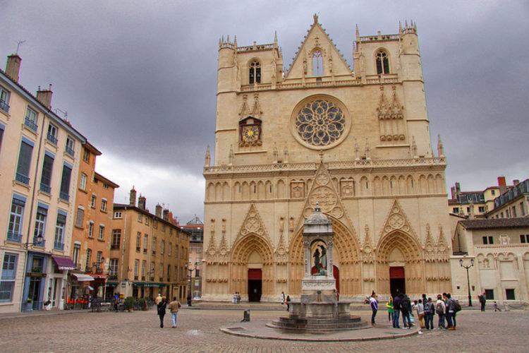Лионский собор Сен-Жан или Собор Иоанна Крестителя - достопримечательности Лиона, Франция