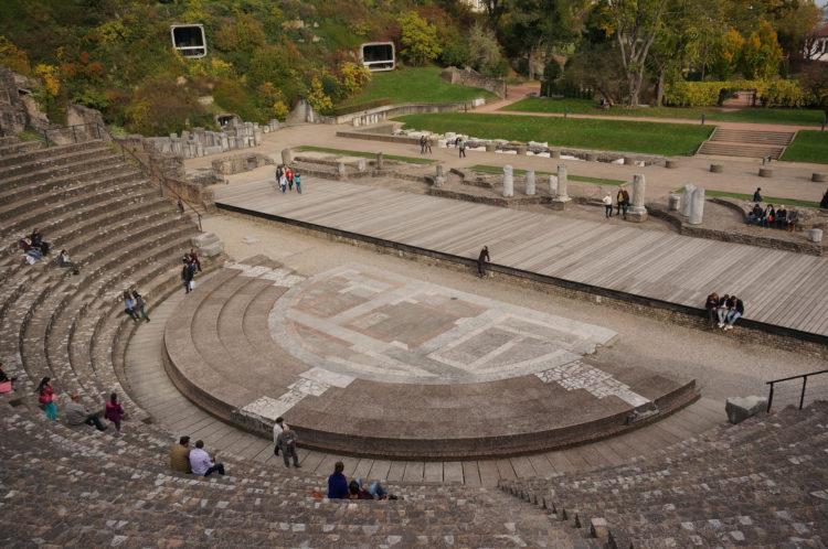 Античный театр на холме Фурвьер (Theatre antique de Fourviere) - достопримечательности Лиона, Франция