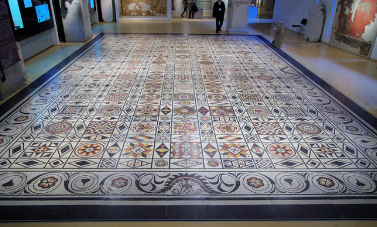 Музей галло-римской цивилизации на холме Фурвьер - достопримечательности Лиона, Франция