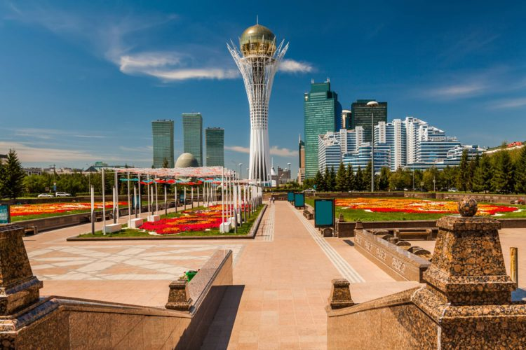 Монумент Астана-Байтерек - достопримечательности Казахстана