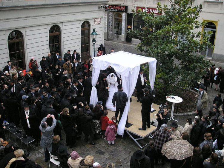 Еврейская свадьба с хупой - традиционный ритуальный балдахин, Израиль