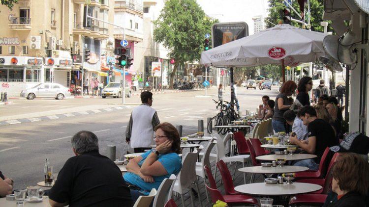 Уличное кафе и вкусная еда в Израиле