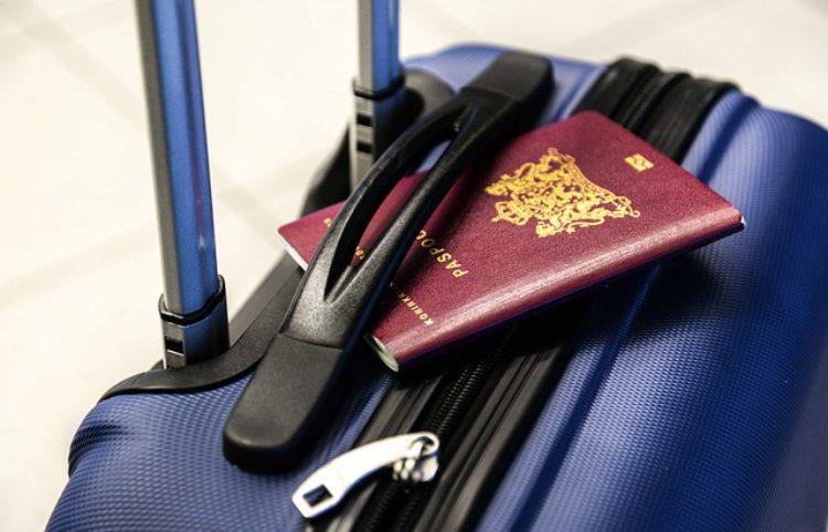 Документы-страховой полис, бронь на отель, авиабилет, паспорт для таможенного контроля, Израиль