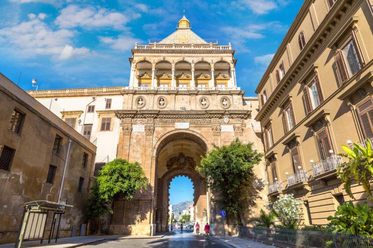 Ворота Порта Нуова - достопримечательности Палермо