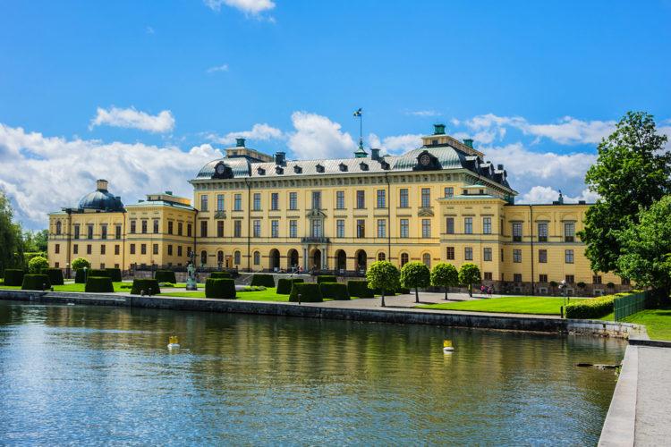 Дворец Дроттнингхольм - достопримечательности Швеции