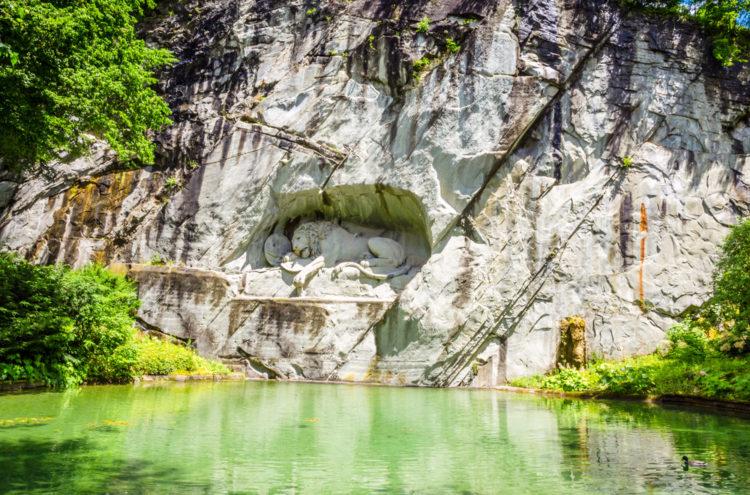 «Умирающий лев» в Люцерне - достопримечательности Швейцарии