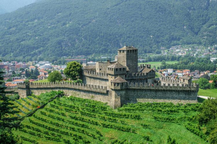 Крепостные сооружения Беллинцоны - достопримечательности Швейцарии