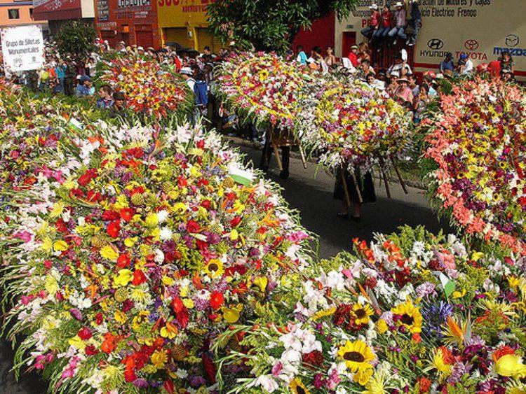 Ярмарка цветов в Медельине (Feria de las Flores) - Что посмотреть в Колумбии