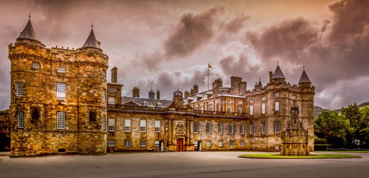 Дворец Холирудхаус - достопримечательности Шотландии