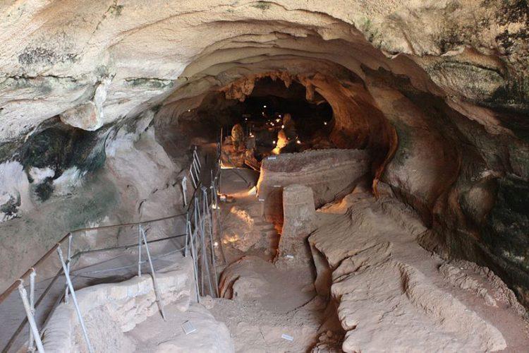 Пещера Гхар-Далам - достопримечательности Мальты