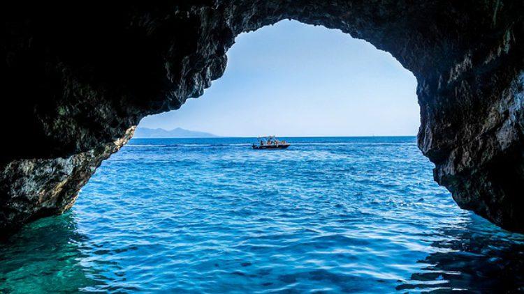 Голубая пещера - достопримечательности Черногории