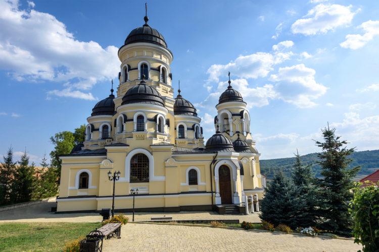 Каприянский монастырь - достопримечательности Молдавии