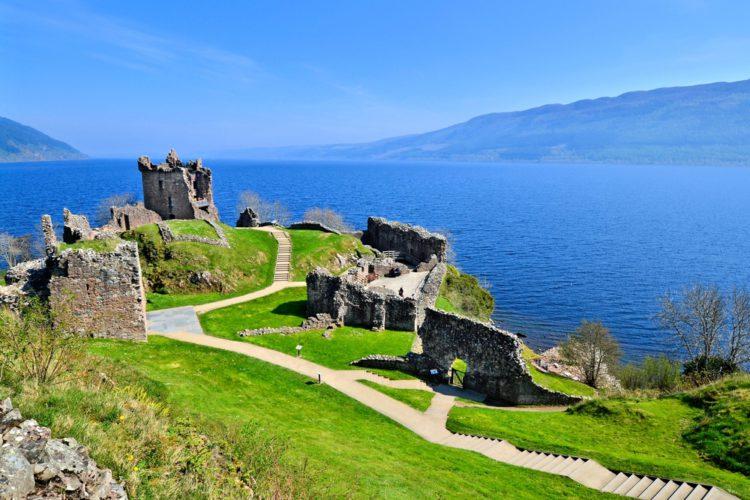 Озеро Лох-Несс - достопримечательности Шотландии