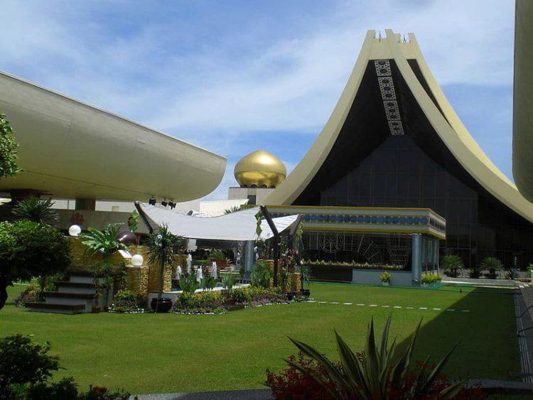 Дворец Султана — Истана Нурул Иман - достопримечательности Брунея Бруней Едем в Бруней 1 Istana Nurul Iman Palace e1522477348302