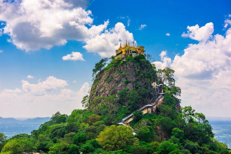 Монастырь Таунг Калат (Гора Попа) - достопримечательности Мьянмы