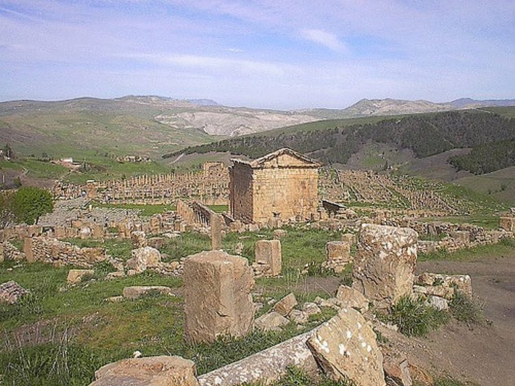 Древнеримский город Джемила - достопримечательности Алжира