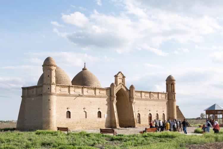 Мавзолей Арыстан-Баба - достопримечательности Казахстана