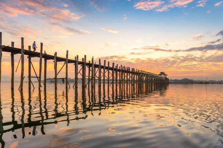 Деревянный мост Убэйн - достопримечательности Мьянмы