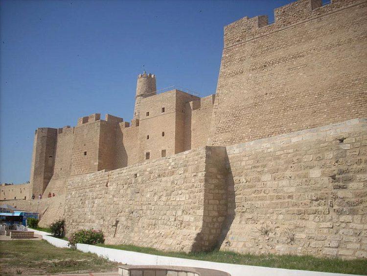 Крепость Рибат в Монастире (Рибат Хартем) - достопримечательности Туниса