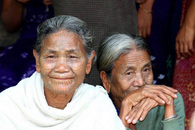 Татуированные женщины племени Чин - достопримечательности Мьянмы