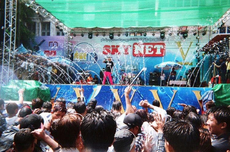 Водный фестиваль Тинджан (Thingyan Water Festival) -Что посмотреть в Мьянме