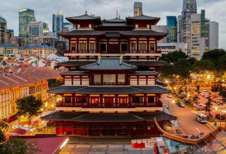 Храм и музей святыни зуба Будды - достопримечательности Сингапура