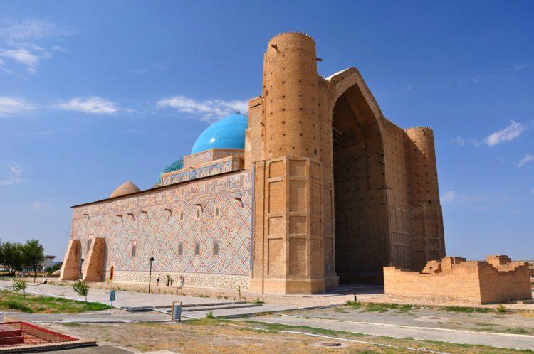 Мавзолей Ходжи Ахмеда Ясави - достопримечательности Казахстана