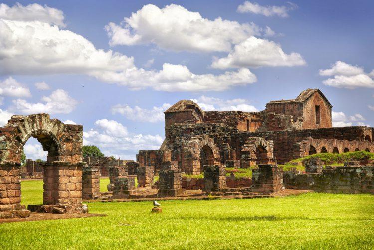Руины иезуитских миссий Хесус и Тринидад - достопримечательности Парагвая