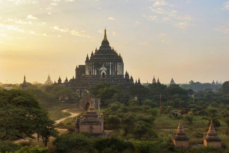 Храм Татбинью (Thatbyinnyu Temple) - достопримечательности Мьянмы