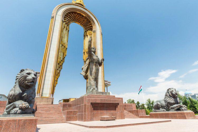 Памятник Исмаилу Самани в Душанбе - достопримечательности Таджикистана