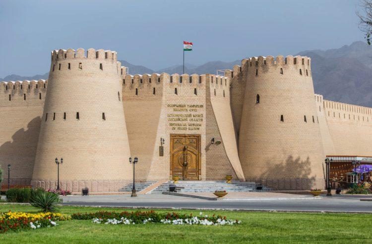 Худжандская крепость - достопримечательности Таджикистана